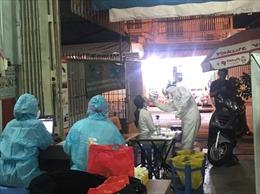 Nhân viên sân bay Tân Sơn Nhất được lấy mẫu xét nghiệm lại