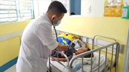 Báo động trẻ nhập viện do mắc tay chân miệng gia tăng, nhiều ca diễn tiến nặng