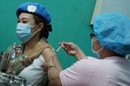 Tiêm vaccine phòng COVID-19 cho 64 cán bộ, nhân viên y tế chuẩn bị lên đường sang Nam Sudan
