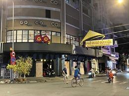 TP Hồ Chí Minh tạm dừng dịch vụ karaoke, quán bar, vũ trường từ 18 giờ ngày 30/4