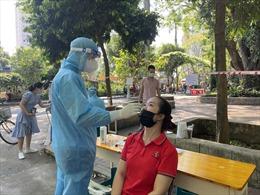 Người dân từ Hà Nam, Yên Bái, Hưng Yên khi đến TP Hồ Chí Minh phải cách ly tập trung và xét nghiệm COVID-19