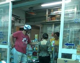 TP Hồ Chí Minh khuyến cáo người dân không tự đi mua thuốc khi sốt, ho, mất khứu giác