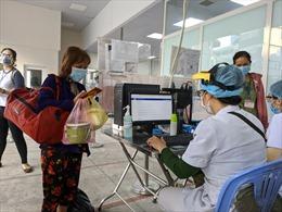 TP Hồ Chí Minh yêu cầu xét nghiệm tầm soát COVID-19 người đi khám bệnh có triệu chứng ho, sốt, đau họng