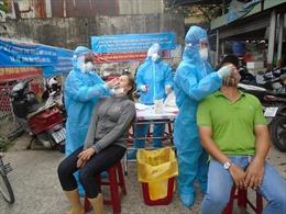 TP Hồ Chí Minh: Lấy mẫu xét nghiệm tiểu thương chợ Bình Đông