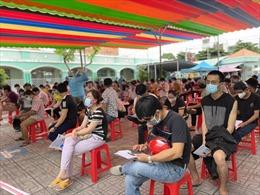 Không kén chọn, người dân TP Hồ Chí Minh vẫn xếp hàng để tiêm vaccine Vero Cell