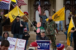 Đằng sau những cuộc biểu tình phản đối đóng cửa tại Mỹ