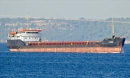 Cận cảnh tàu hàng hơn 3.500 tấn bị sóng biển đánh gập làm đôi