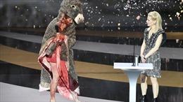 Nữ diễn viên khỏa thân trên sân khấu tại lễ trao giải Cesar 2021 danh giá