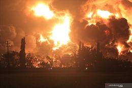 Video vụ cháy nổ kinh hoàng tại nhà máy lọc dầu ở Indonesia