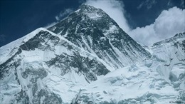 Đỉnh Everest cao nhất thế giới cũng đã có người mắc COVID-19