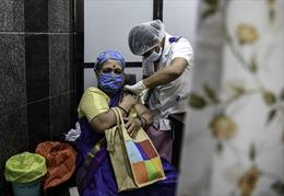 Tình cảnh như thời chiến vì khan hiếm oxy bên trong bệnh viện ở Ấn Độ