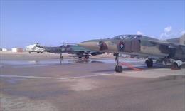 Tiêm kích MiG-21 đang bay diễu binh bỗng lao xuống đất, phi công tử nạn