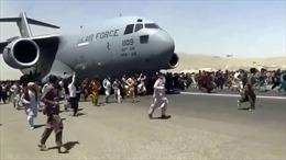 Chùm ảnh sơ tán hoảng loạn trên đường băng sân bay Afghanistan