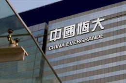 Tập đoàn bất động sản Evergrande vừa lún thêm một bước vào ngã rẽ phá sản