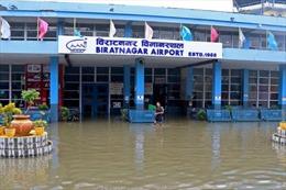 Chùm ảnh lũ lụt, sạt lở đất làm 200 người thiệt mạng tại Nepal và Ấn Độ
