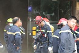 Cháy lớn tại cơ sở massage trên phố Trần Khát Chân