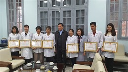 Bộ Y tế khen thưởng thành tích nuôi cấy thành công virus Corona