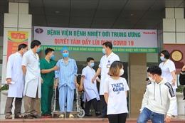 Thêm 6 bệnh nhân COVID-19 được công bố khỏi bệnh, bệnh nhân nặng nhất ở miền Bắc được ra viện