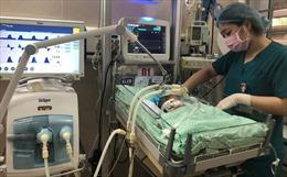 Tìm phương án tốt nhất điều trị cho bé sơ sinh bị bỏ rơi ở hố ga