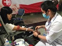 Hàng trăm cán bộ Viện Hàn lâm Khoa học xã hội Việt Nam hiến máu tình nguyện
