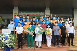 Ngày ra viện của các y bác sĩ và thành viên 'chuyến bay quả cảm'