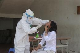 Theo chân những 'chiến binh áo trắng' săn lùng virus SARS-CoV-2
