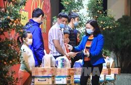 Tết vắng nhà của 'thủ lĩnh' điểm cách ly chống dịch trường Tiểu học Xuân Phương