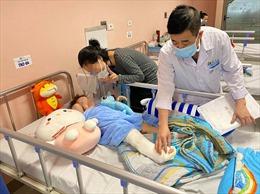 Bé gái ngã từ tầng cao chung cư ở Hà Nội sắp được xuất viện