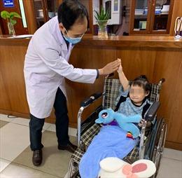 Em bé ngã từ tầng cao chung cư được ra viện, sức khoẻ ổn định