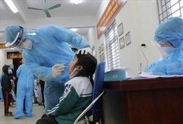 Ngày 10/2, xét nghiệm lần 3 cho học sinh đang cách ly tại trường Tiểu học Xuân Phương