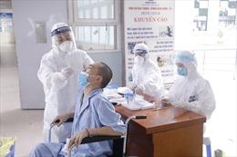 Bộ trưởng Bộ Y tế biểu dương cống hiến của các 'chiến sĩ áo trắng' ngày đêm chống dịch