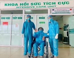 Sau hơn 1 tháng thở máy, 2 bệnh nhân COVID-19 rất nặng đã hồi phục hoàn toàn
