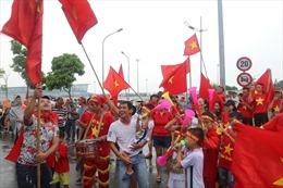 Trực tiếp: Olympic Việt Nam được nhiều người hâm mộ chờ đón