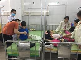 Hàng trăm trẻ mầm non sốt cao, nôn trớ, đi ngoài sau buffet trưa