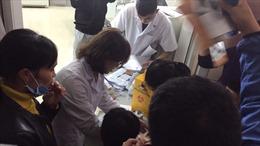 Người dân Bắc Ninh ùn ùn đi khám sán lợn, bệnh viện quá tải nghiêm trọng