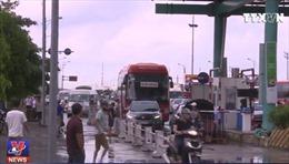 Dừng xe phản đối thu phí tại trạm thu phí Mỹ Lộc, Nam Định