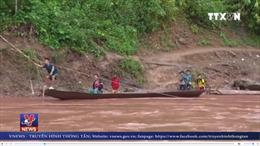 Học sinh Nậm Chà, Lai Châu vất vả đến trường mùa lũ