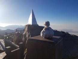 Không khí lạnh bao trùm miền Bắc, băng giá lại kết dày trên đỉnh Fansipan