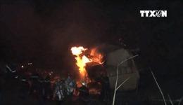 Xe bồn chở dầu rơi xuống vực, tài xế chết cháy