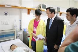 Ủy ban ATGT Quốc gia trao quà cho nạn nhân bị tai nạn có hoàn cảnh khó khăn