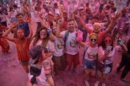 Hào hứng lễ hội Sắc màu Holi tại Hà Nội