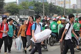 'Ngộp thở' các bến tàu, xe và cửa ngõ Thủ đô trước ngày nghỉ lễ Giỗ Tổ