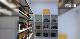 Phát hiện các cơ sở buôn bán hàng thời trang giả 'hàng hiệu'