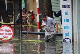 Đường phố Hà Nội ngập nặng sau 2 trận mưa lớn
