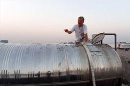 Nắng nóng kỷ lục, người dân chung cư khu Ngoại giao đoàn (Hà Nội) khốn đốn vì thiếu nước sạch