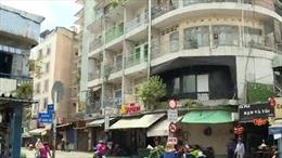 Di dời gần 20 hộ dân cố 'bám trụ' chung cư hư hỏng nặng