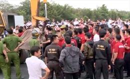 Tạm giam 2 nhân viên Alibaba chống người thi hành công vụ