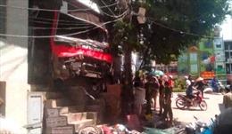 Xe khách đâm hàng loạt xe máy ở Quảng Ninh