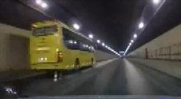 Xe khách đi ngược chiều trong hầm Hải Vân