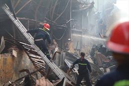 Lửa cháy ngút trời, nhà xưởng Rạng Đông tan hoang sau hỏa hoạn